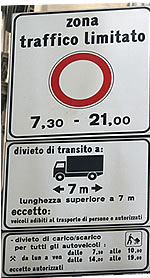 Example of restricted traffic zone road sign in Italy
